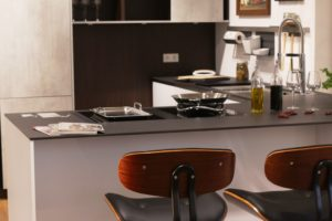 Küche in Schwarz-Weiß-Beton-Optik